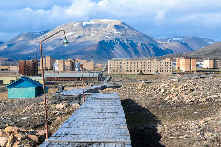 Pyramiden water management