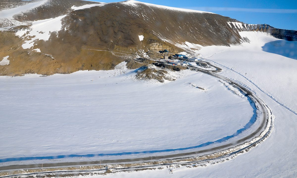 The Lunckefjell mine, located in an alpine region far from the coast of Van Mijenfjorden at Svalbard. Photo: Dag Avango