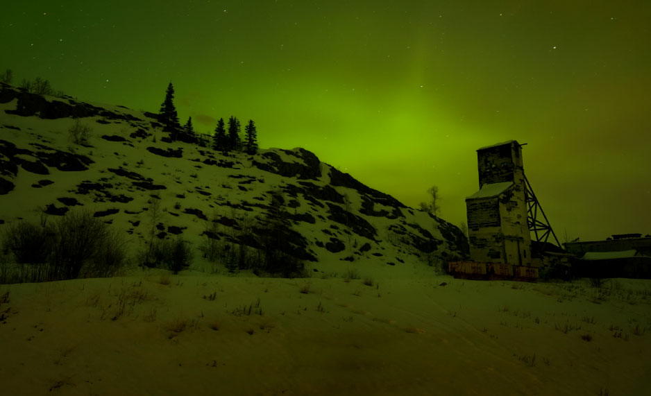 The northern lights shine over an abandoned mine shaft near Yellowknife, the region affected by Giant Mine. Photo: RyersonClark / Getty Images.